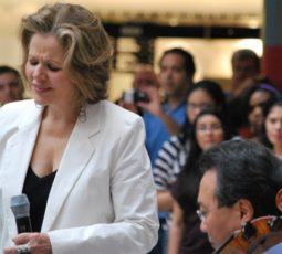 Renee Fleming and Yo-Yo Ma jam on 3-19-2012 at James T. Thompson Center Chicago  credit Nancy Malitz