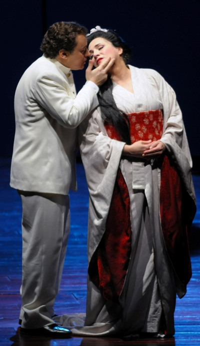 """The chemistry was right between Stefano Secco, as Pinkerton, and Patricia Racette, as Cio-Cio-San, in """"Madama Butterly"""" at the Lyric Opera of Chicago ( © Dan Rest)"""