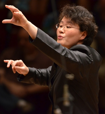 Conductor Mei-Ann Chen led the Chicago Sinfonietta and vocal forces to a crisp start in 'Carmina Burana.' (Chris Ocken Photography)