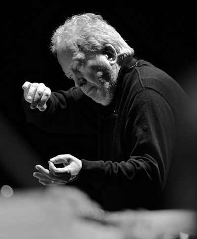 In his effective leadership, Nelson never pushed choir or orchestra in the 'St. John Passion.' (EElan Photography)