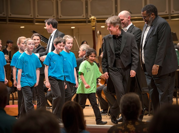 Conductor Esa-Pekka Salonen led the Anima-Young Singers of Chicago onstage for their ovation at Orchestra Hall. (Alex Garcia)