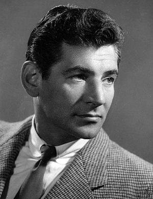 Leonard Bernstein composed the music for 'Wonderful Town' to lyrics of Comden and Green.