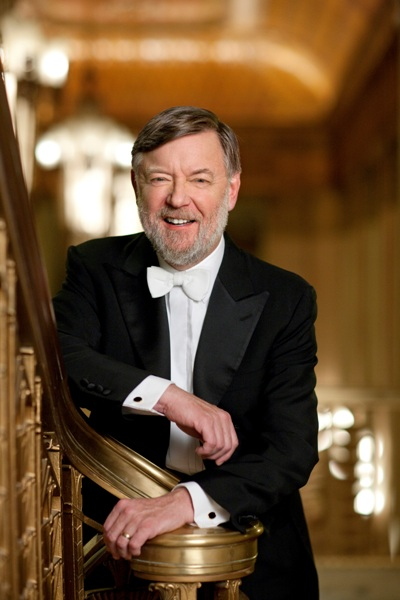 In a concert full of challenges, conductor Andrew Davis offered his own orchestral arrangement of Bach's Passacaglia and Fugue in C minor for organ. (Darios Acosta)