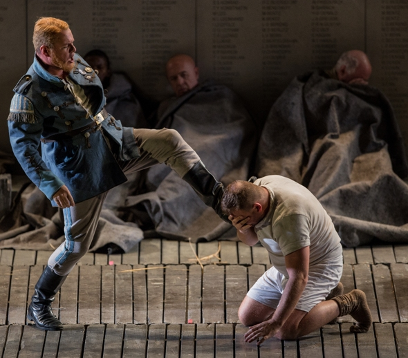 The Drum Major (Stefan Vinke) brutalizes Wozzeck (Tomasz Konieczny) at Lyric Opera Chicago. (Andrew Cioffi)
