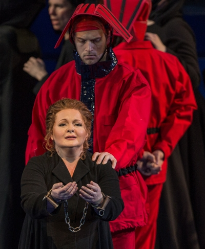 Elizabeth DeShong as Fenena (Lyric Opera Chicago, Andrew Cioffi)