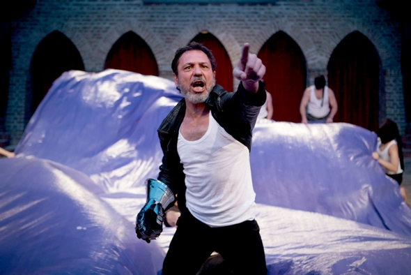 Aleh Sidorchyk is King Lear in the Belarus Free Theatre production at Chicago Shakespeare. (Nicolai Khalezin)