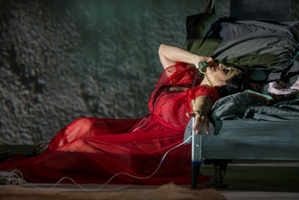 Patricia Racette in 'La voix humaine' at Chicago Opera Theater.