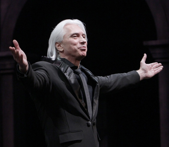 Baritone Dmitri Hvorostovsky acknowledges the applause of an adoring throng. (Dan Rest)