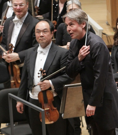 Conductor Esa-Pekka Salonen took a bow with concertmaster Robert Chen. (Dan Rest)