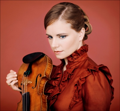 Violinist Julia Fischer displayed shimmering virtuosity.