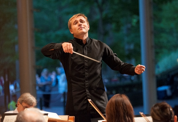 Vasily Petrenko led a concert of orchestral story-telling with the Chicago Symphony. (Patrick Gipson/Ravinia)
