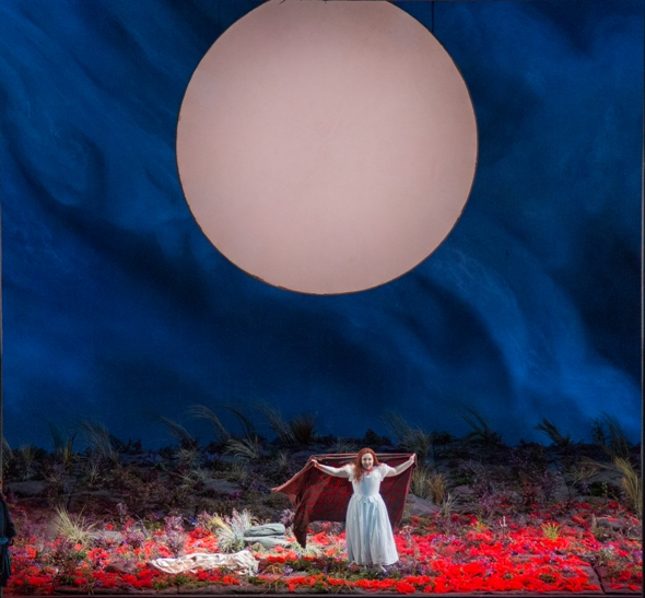 in-graham-vicks-staging-lucias-state-of-mind-is-everywhere-reflected-andrew-cioffi-lyric-opera-chicago