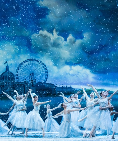 Snowflakes dance before a vision of the 1893 Columbian Exposition. (Cheryl Mann)