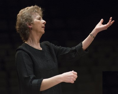 Conductor Jane Glover captured the buoyancy and lightness of the Mass.