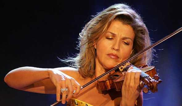 Anne-Sophie Mutter from the front, which her Orchestra Hall audience scarcely glimpsed.
