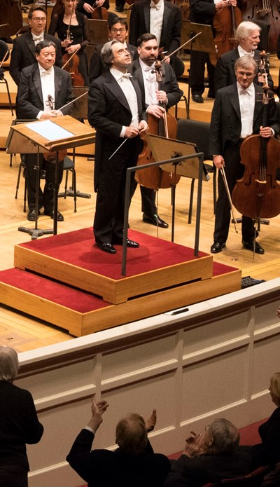 Muti, accepting applause for his Brahms, returns in June with a program of Italian opera. (Todd Rosenberg)