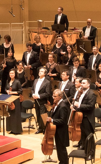 Maestro Muti took a place among his musicians to accept the ovation. (Todd Rosenberg)