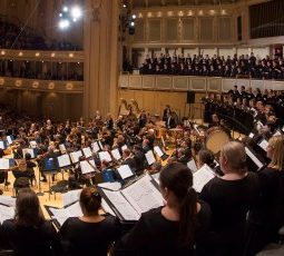 Riccardo Muti and Chicago SO and choruses (Todd Rosenberg)