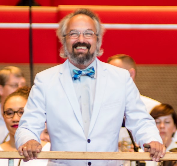 "Carlos Kalmar led the Grant Park Orchestra and Chorus and five soloists in a powerful account of Frank Martin's oratorio ""In terra pax."" (Norman Timonera)"