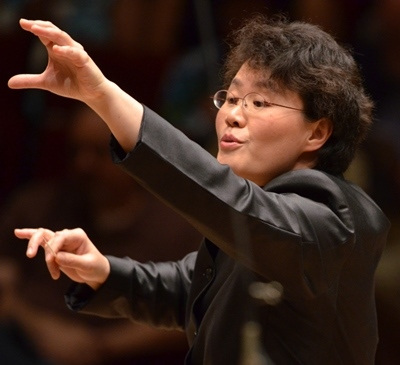 Music director Mei-Ann Chen leads Chicago Sinfonietta into its 30th season.