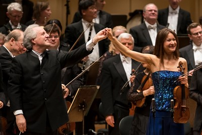 Conductor Manfred Honeck and violinist Arabella Steinbacher share an ovation. (Todd Rosenberg)