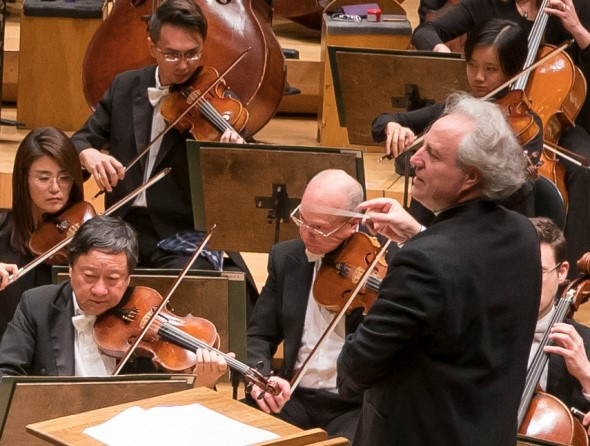 CSO guest conductor Manfred Honeck shed light on Berg and Schubert alike. (Todd Rosenberg)